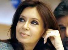 بالصورة: السيدة كريستينا في كامل صحتها.. الرئيسة الأرجنتينية تظهر علنا بعد مشاكل صحية