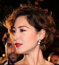 صورة :هجوم على منة شلبي بسبب فستانها المفتوح+صورة