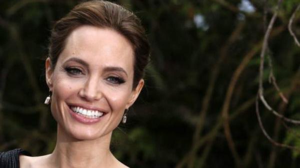 أنجلينا جولي.. أكثر سيدة محبوبة في العالم
