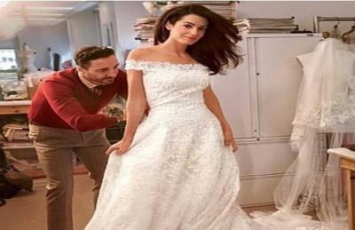 شاب فشل في خلع فستان عروسه فأبرحها ضرباً