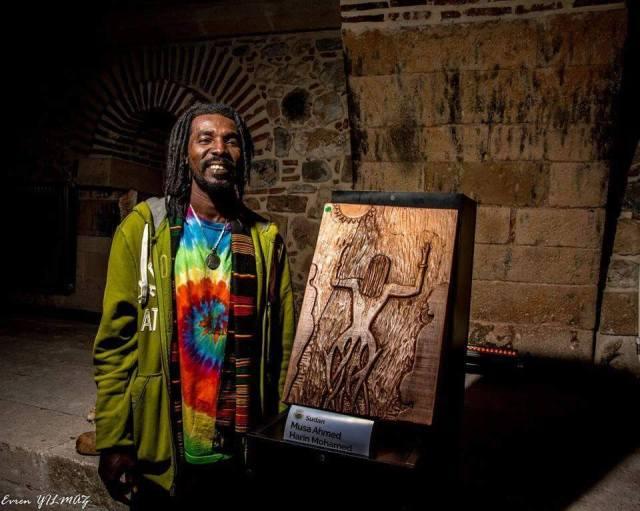 موسى احمد حارن فنان تشكيلي سوداني