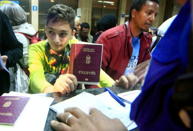 الرعايا الاجانب من اليمن الي مطار الخرطوم
