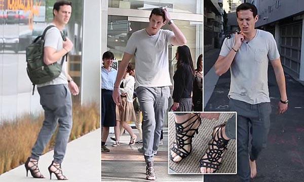 شاب يسخر من النساء بارتداء حذاء