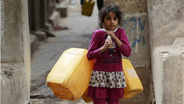 A Yemeni girl carries jerrycans to fill them with water from a public tap amid an acute shortage of water supply to houses during the fasting month of Ramadan in the capital Sanaa, on June 21, 2015. AFP PHOTO / MOHAMMED HUWAIS        (Photo credit should read MOHAMMED HUWAIS/AFP/Getty Images)