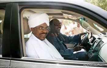 عبد الرحيم يقود سيارة