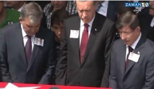 أردوغان يخطئ في الصلاة والكاميرات ترصده