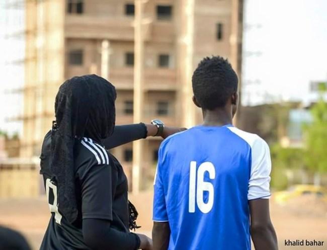 صور سيدة سودانية تدرب فريق كرة قدم رجالي بامدرمان تشعل فيسبوك %D8%B3%D9%84%D9%85%D9%89-%D8%A7%D9%84%D9%85%D8%A7%D8%AC%D8%AF%D9%8A2