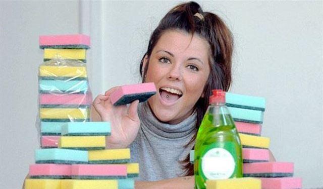 امرأة تأكل 20 إسفنجة يوميا