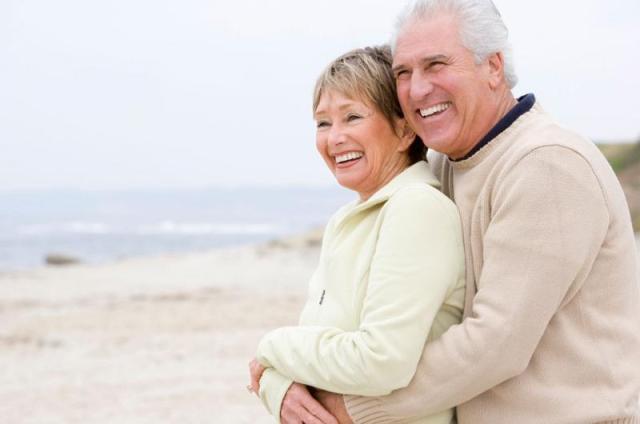 زوجين سعيدين بعد ال50