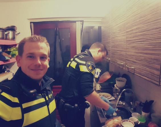 شرطيان يكتسبان الإحترام في هولندا