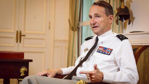 قائد الجيش الفرنسي بيير دوفيلييه