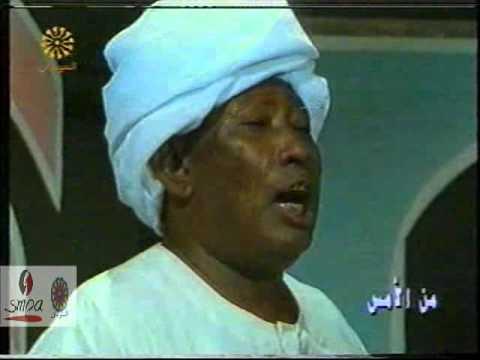 """لفنان السوداني خلف الله حمد يغني """"الكنداكة"""" ورجل وسيدة يقدمان فاصل من الرقص تطرب الحاضرين"""