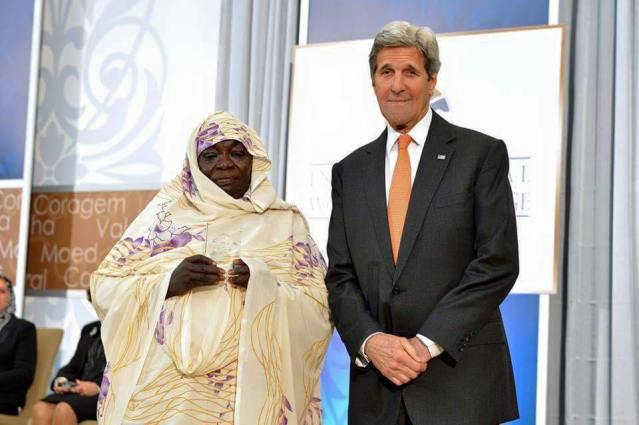 الخارجية الأمريكية تختار بائعة الشاي السودانية عوضية كوكو ضمن أشجع 10 نساء حول العالم وتكرمها في احتفال فخيم