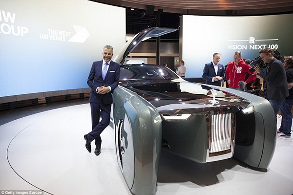355DCCEA00000578-3644858-Chief_executive_of_CEO_of_Rolls_Royce_Torsten_Muller_Otvos_poses-a-174_1466100264655