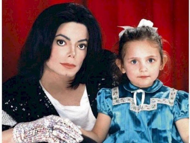 ابنة مايكل جاكسون تشعل مواقع التواصل بجمالها2