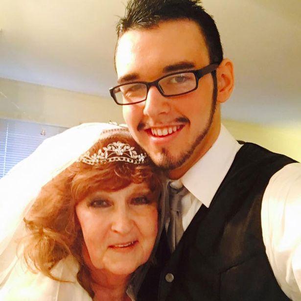 عجوز تتزوج من شاب عمره 17 قابلته في جنازة ابنها1