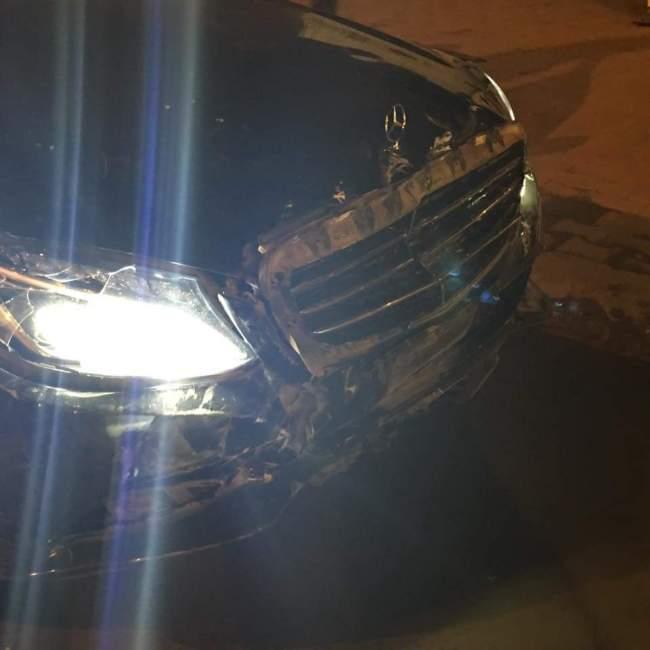 """شاهد كيف تحولت سيارة الفنانة ندى القلعة """"مرسيدس"""" الفخمة بعد تعرضها لحادث بشارع أفريقيا"""
