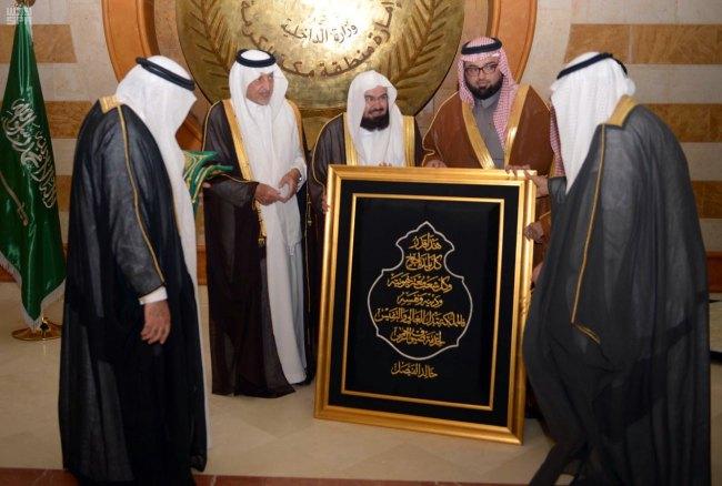 أمير مكة يشهد مراسم تسليم كسوة الكعبة3