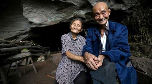 زوجان صينيان يعيشان في كهف منذ 54 عاماً