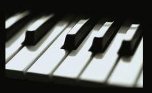 عازف شهير يطالب باغلاق معهد موسيقي يزعج المرضي بالخرطوم