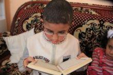"""بالفيديو: لا يقرأ ولا يكتب .. الطفل الغزّي """"خالد"""" : معاق ذهنياً ويحفظ القرآن الكريم كاملاً"""