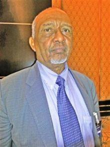 رئيس «الحركة الوطنية للتغيير» في السودان الطيب زين العابدين: النظام يعيش حالة ذعر، لا ثقة لديه في نفسه، لكنه لا يستطيع أن يمسك أنفاس الناس