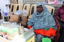 اشهر بائعة شاي بالشهداء تقول: احب حكومة الانقاذ لهذا السبب