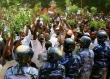 تظاهرة بالأبيض احتجاجاً على مقتل مواطن بنيران مسلح