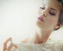 نصائح لتثبيت رائحة العطور لفترة أطول