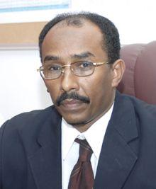 وزير المعادن: (كل زول بسياستو) ولا إشكاليات مع «كمال عبد اللطيف»