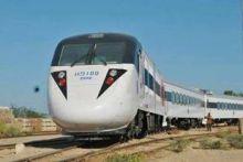 والي ولاية نهر النيل يستغل  القطار  للخرطوم لتطبيق مبدأ  التقشف  !
