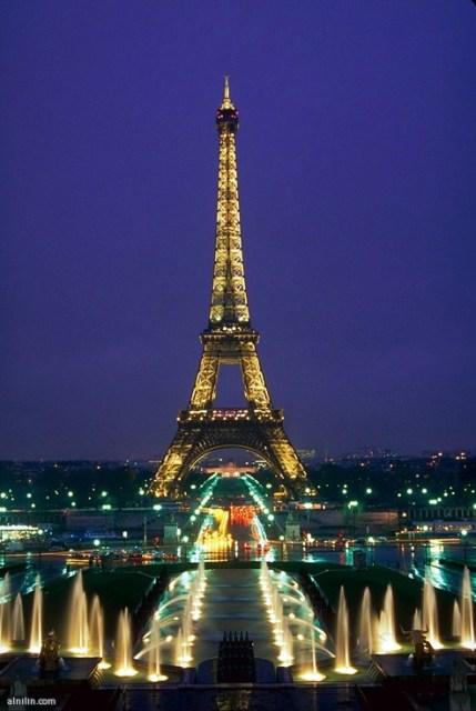 برج إيفل الشهير - باريس
