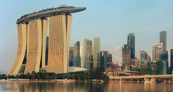 منتجع مارينا السياحي الضخم  في سنغافورة