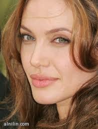الممثلة الامريكية انجلينا جولي