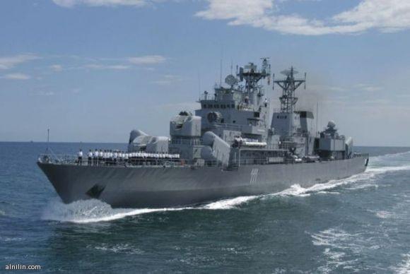 الفرقاطاتFrigate :في القرن السابع عشر أطلق مصطلح الفرقاطة أو Frigate على السفن الحربية التي تتميز بسرعة وقدرة على المناورة وفي القرن الثامن عشر كان هذا المصطلح يطلق على السفن الحربية السريعة المسلحة بــ 28 مدفع وتتكون من سطحين محمل عليهما بطاريات المدافع