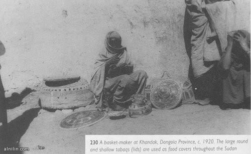 إمراة تصنع سلال الطعام (القفة)  والأطباق - دنقلا 1920