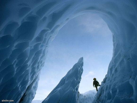 كهف الجليد - ألاسكا ، بفعل ذوبان المياه