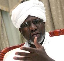 الحاج ادم يشير إلى إحتمال وقف جميع الإتفاقيات الموقعة مع دولة جنوب السودان إذا لم توقف دعمها للمتمردين