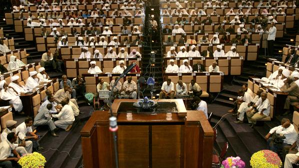 لجنة التشريع بالبرلمان تقر بوجود قوانين تتعارض مع الدستور