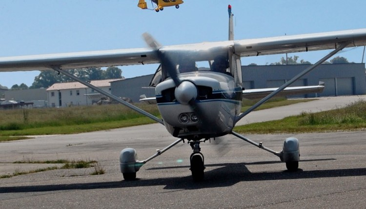 Cessna_152_Coming2