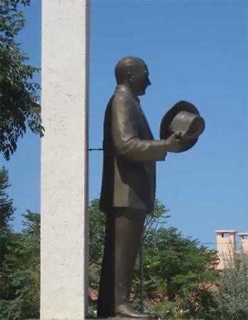 Fötür şapka heykeli, Bozcaada