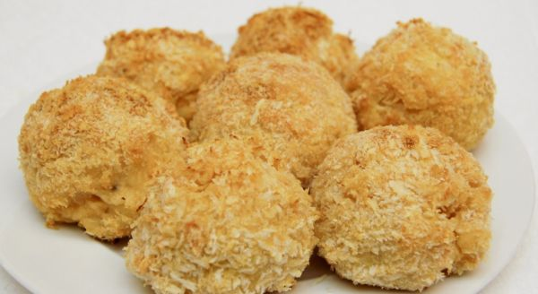 Cheese balls or other gourmet cheese