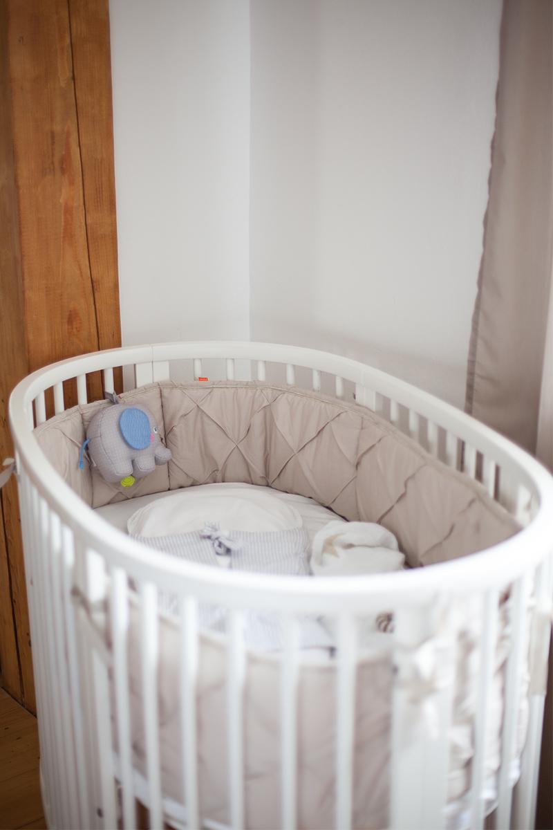 baby-erstausstattung-schlafen-stokke-sleepi-bett-04