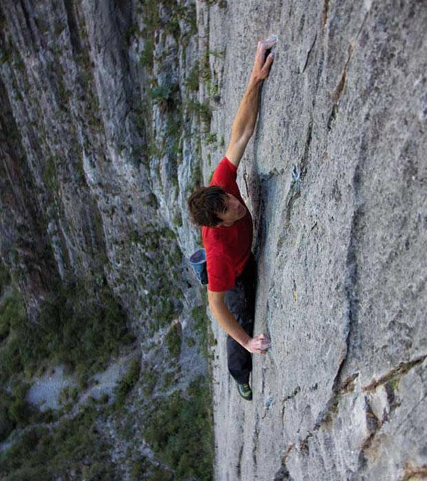 honnold-mexico-climb-rock-face_fe