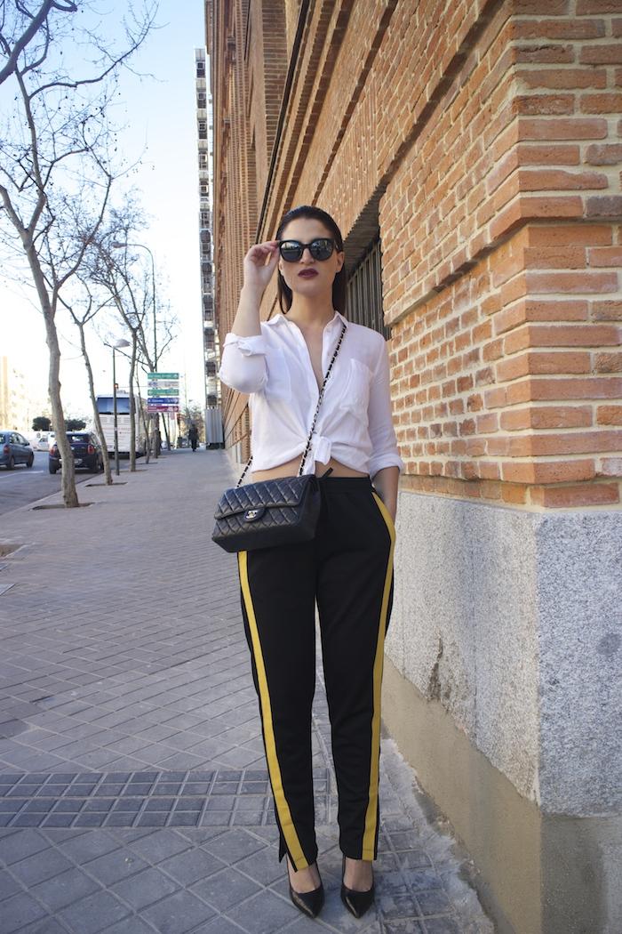 pantalón chandal zara bolso chanel gafas amaras la moda paula fraile5