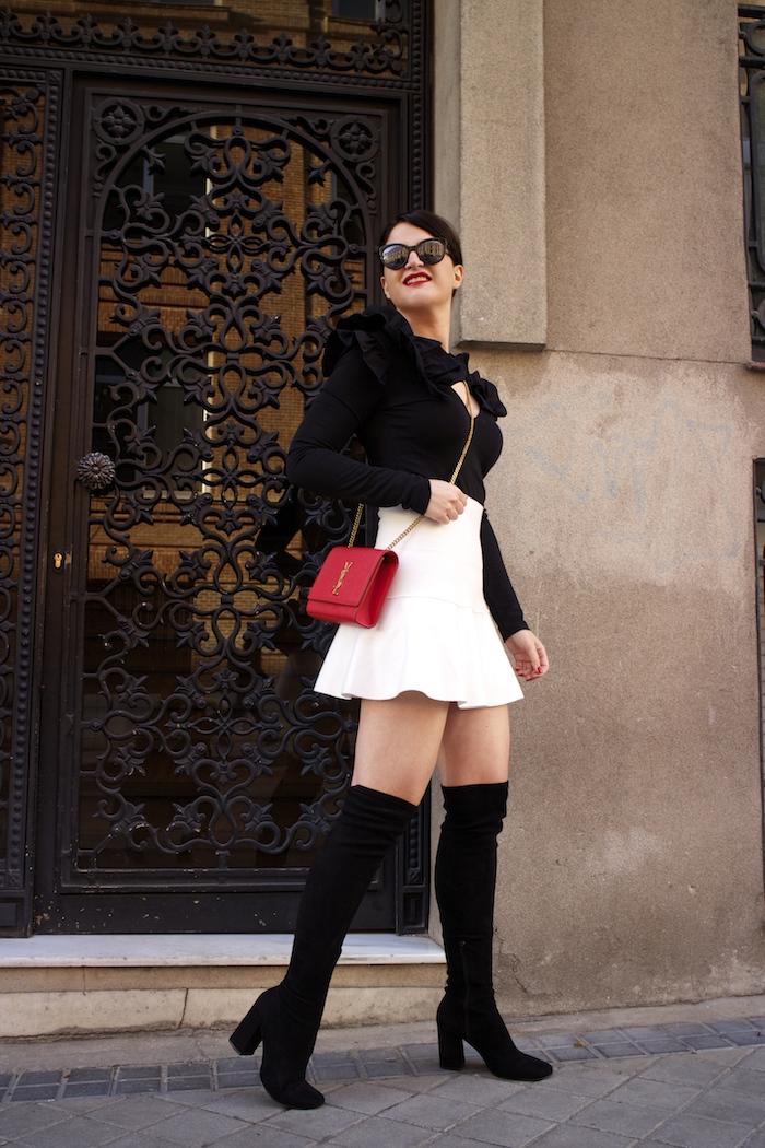 camiseta volantes hombro Zara zara blanca bolso yves saint laurent paula fraile chanel sunnies amaras la moda5