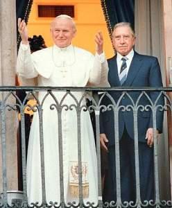 Chiedilo ad Augusto Pinochet dittatore cileno arrestato per crimini contro l'umanità e benedetto da Karol Wojtyla.