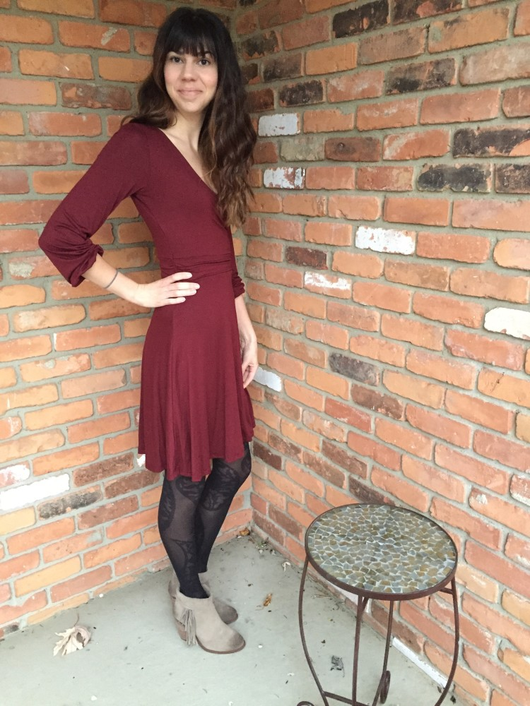 gilli kambrie dress in burgundy // www.amonkeyandhismama.com
