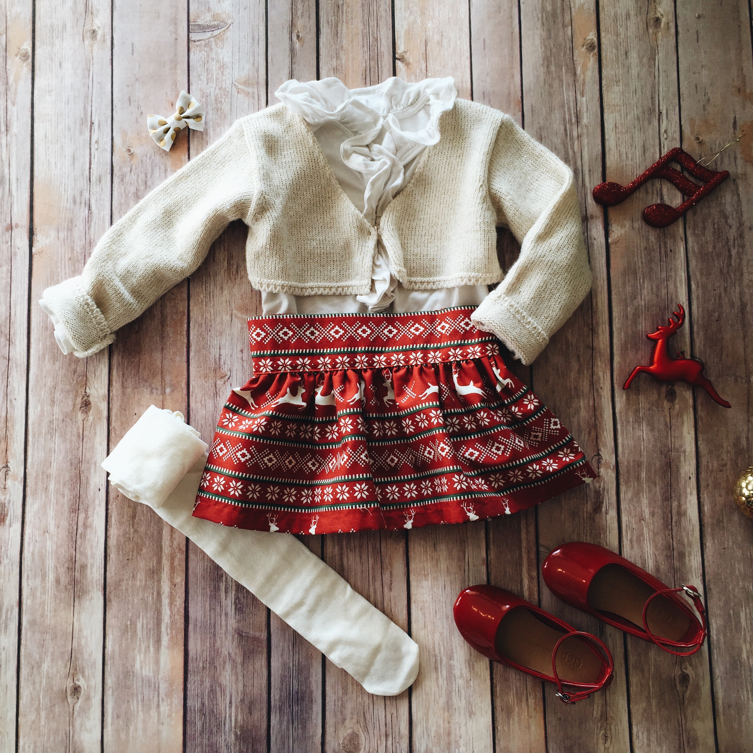 toddler girl christmas style // www.amonkeyandhismama.com