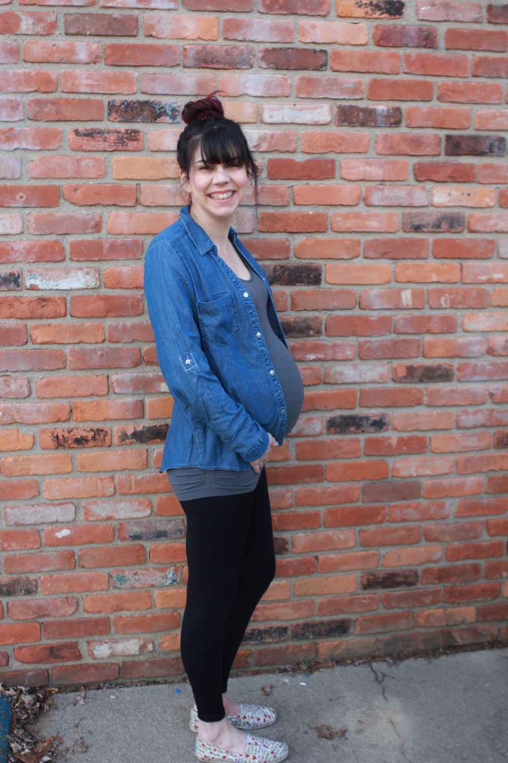 shulze chambray two pocket top // a monkey and his mama // winter maternity fix